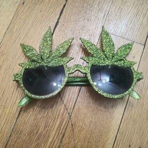 Green glitter pot leaf sunglasses